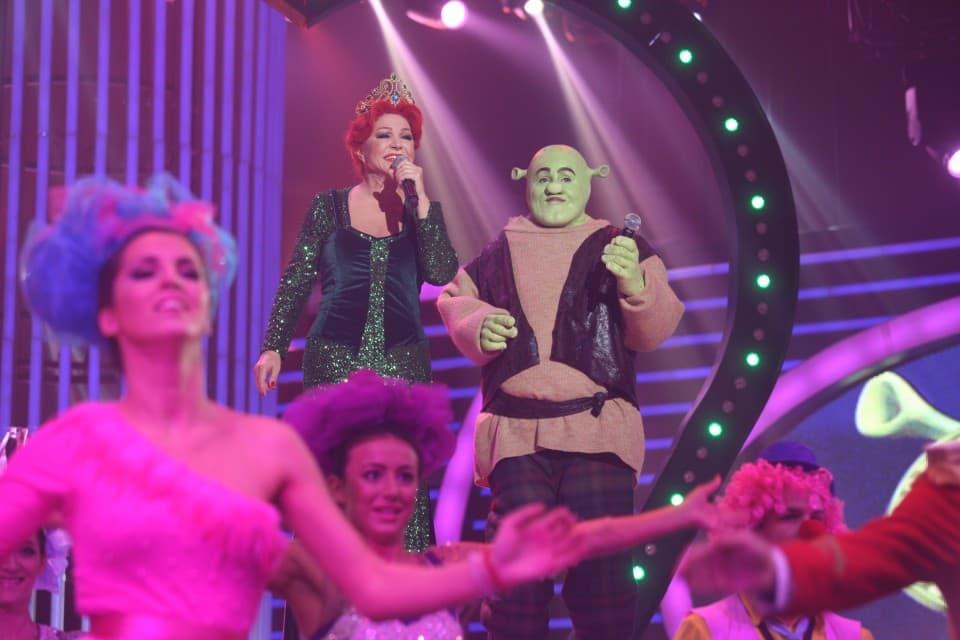 Neda i Tanja na sceni
