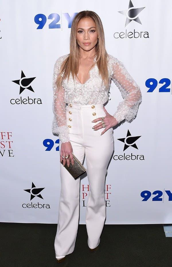 J.Lo na promociji svoje autobiografije. (foto: hawtcelebs.com)