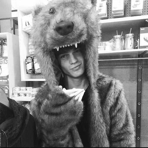 Maks Behr u kostimu medveda