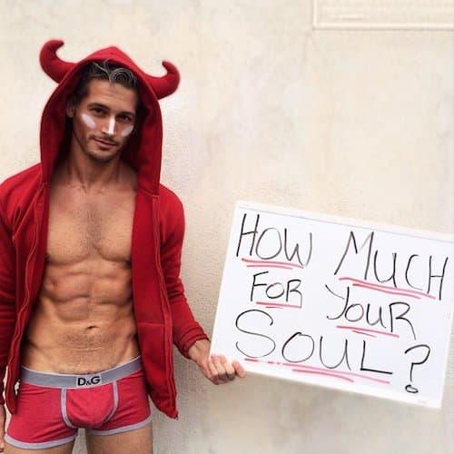 Max Emerson kao sexy đavolak