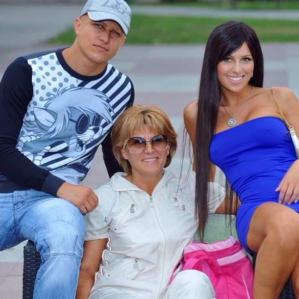 Stanija sa mamom i bratom (foto: Puls)