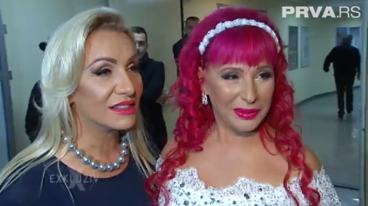 Vesna Zmijanac i Zorica Brunclik zajedno na koncertu. (foto: Printscreen)