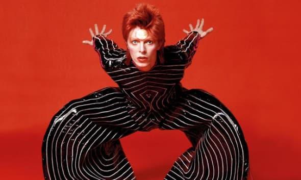 Bowie je šokirao androgenošću i futurističkom odećom pre 40 godina! ( foto: ShockStyle )