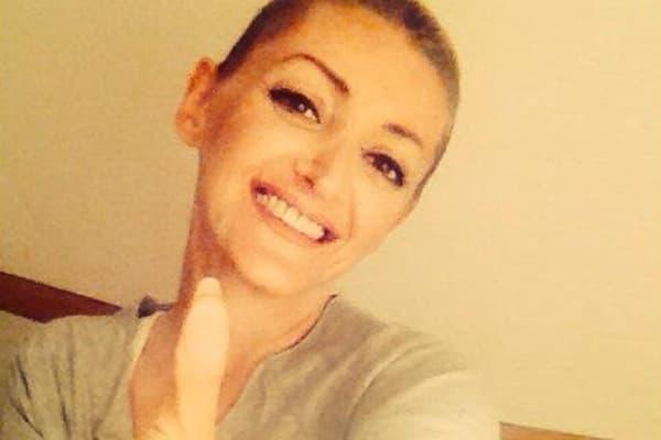 Osmeh i pozitivan stav - tako se pevačica bori protvi raka (foto: facebook)