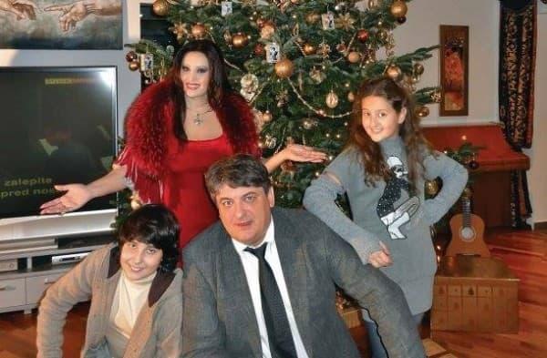 Praznični duh je već stigao u dom poznate pevačice (foto: pulsonline.com)