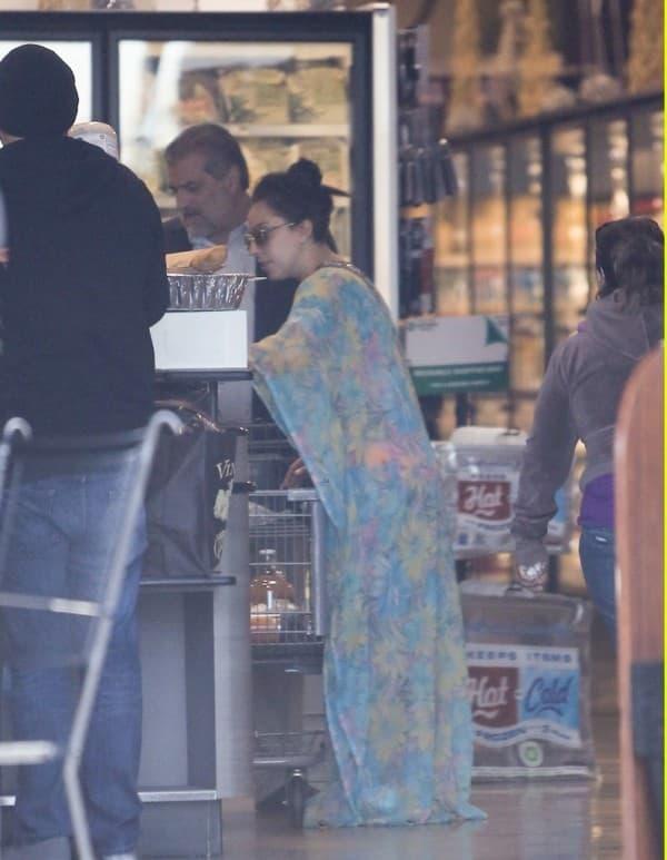 Lady Gaga kupuje namirnice ( foto: Just Jared )