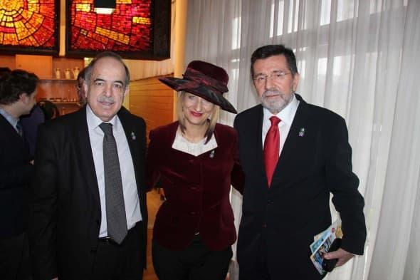 Isidora i članovi srpske ambasade u Moskvi
