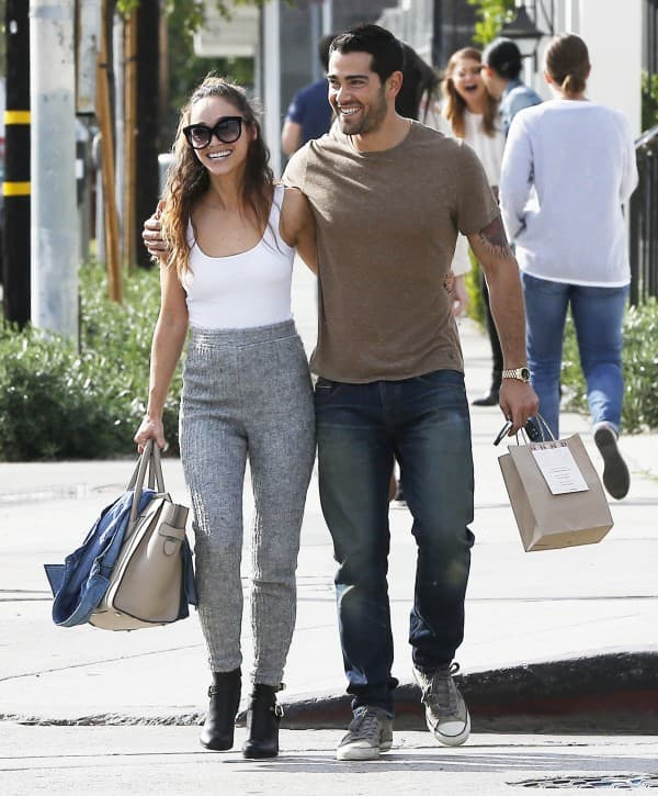 Jesse Metcalfe & Cara Santana Are All Smiles After Lunch