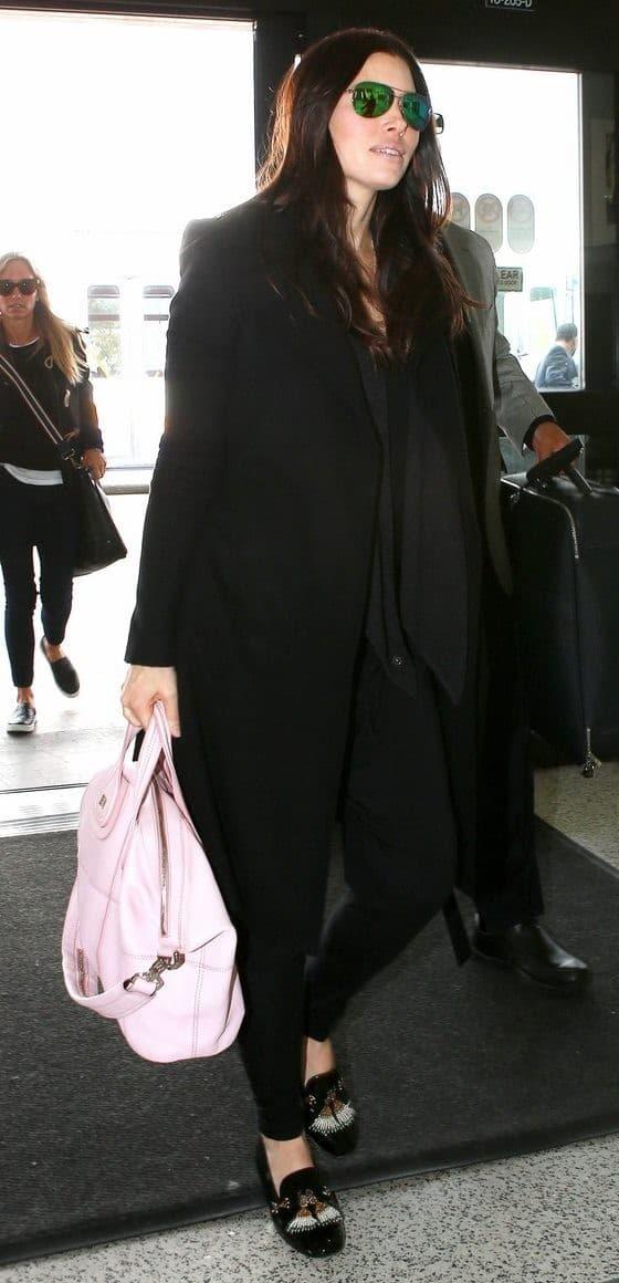 Jessica Biel keeps her Baby Bump hidden at LAX
