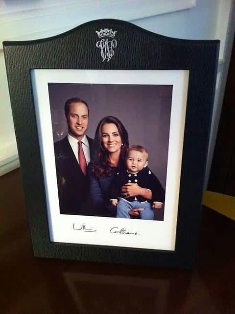 Novi portret članova kraljevske porodice ( foto: Celebuzz )