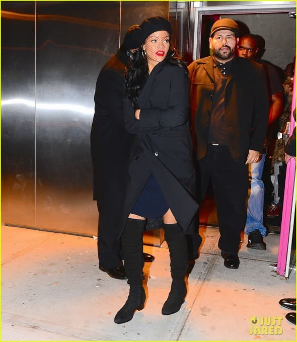 Rihanna na mati poremećenog fana! ( foto: JustJared )