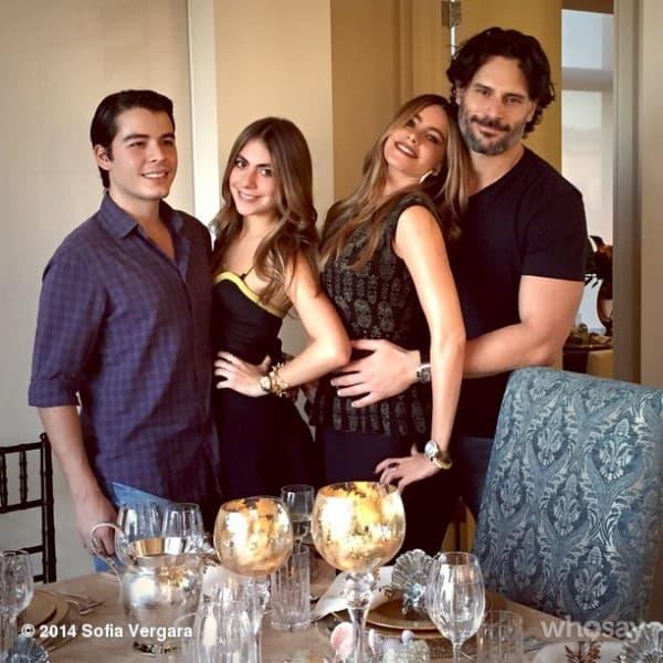 Prva porodična fotografija ( foto: Instagram )