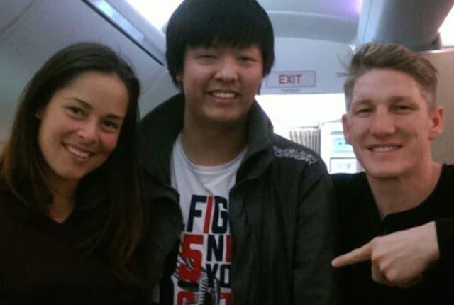 Ana i Bastian sa fanom na aerodromu (foto: Gloria.hr)