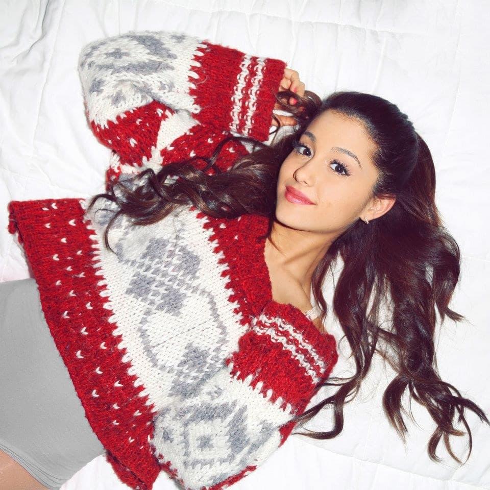 Ariana je objavila prilično simpatičnu Božićnu pesmu (foto: Neogaf)