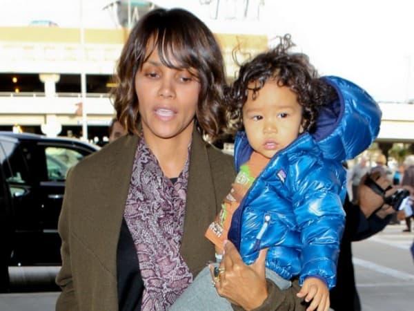 Na aerodromu sa sinom ( foto: Gloria )