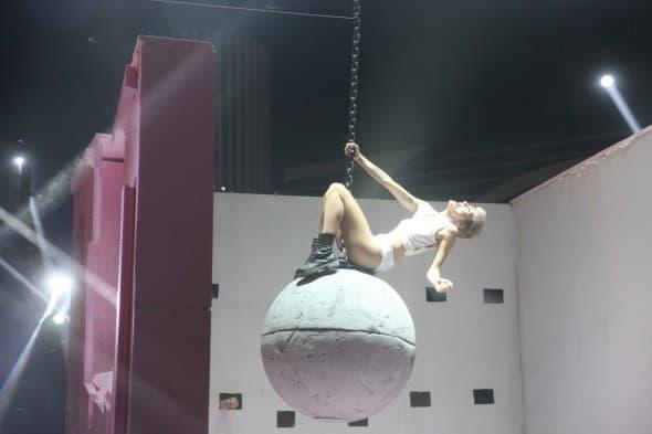 Jelena Gavrilovic kao Miley Cyrus