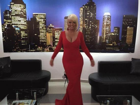 Pevačica je spot snimala u vrlo provokativnoj haljini (foto: opera17)