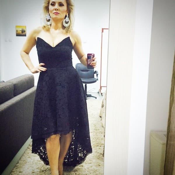 Pevačice se na Instagramu pohvalila svojom glamuroznom haljinom (foto: Instagram)