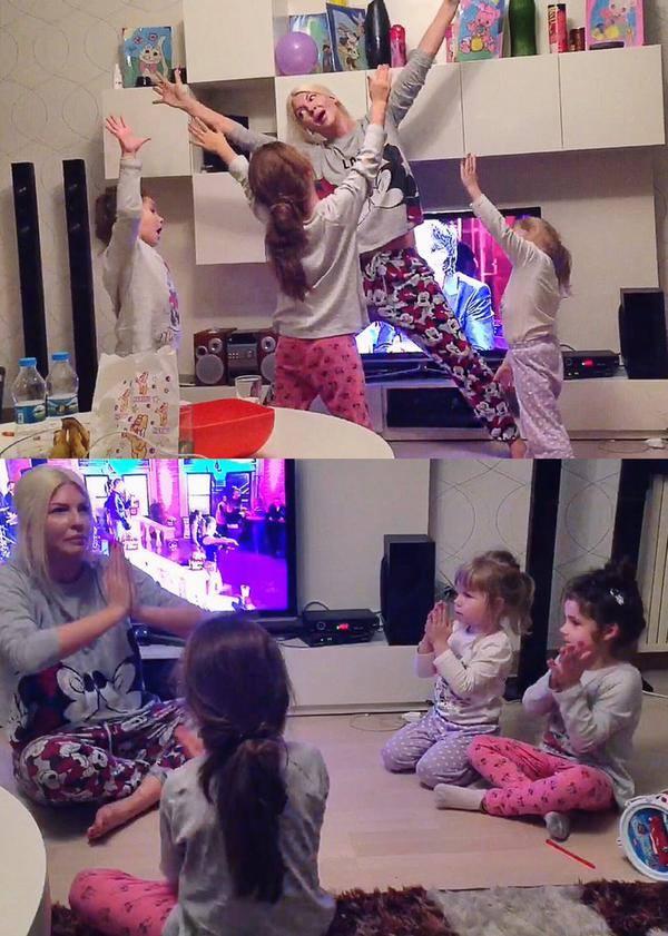 Jelena u nesvakidašnjem izdanju u društvu svojih ćerkica (foto: Facebook)