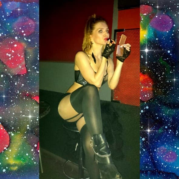 Pevačica ne haje za negativne komentare (foto: Facebook)