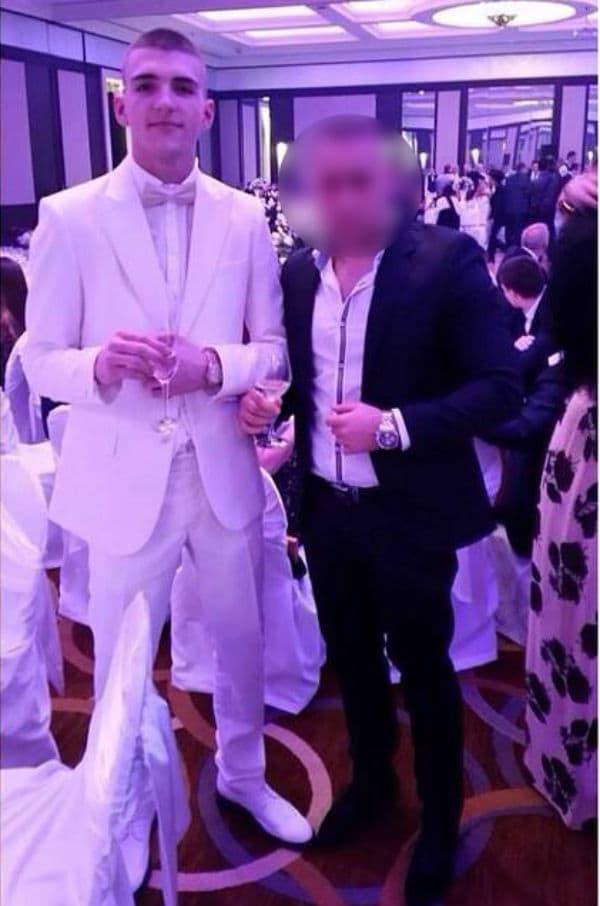 Belo odelo i zlatni sat (foto: Facebook)