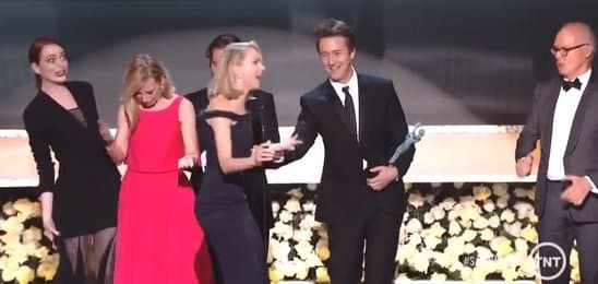 oops_naomi_watts_almost_took_a_fall_at_the_sag_awards