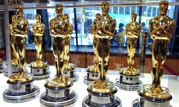 Oscars statuettes