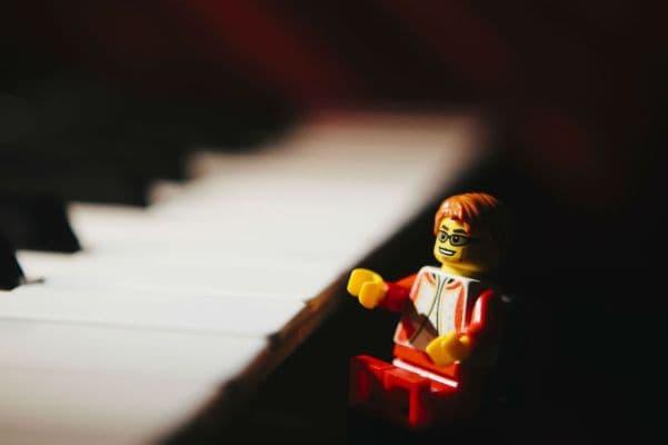 13-Elton-John-lego__880