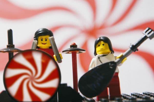 17-White-Stripes-lego__880