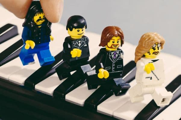24-the-beatles-lego__880