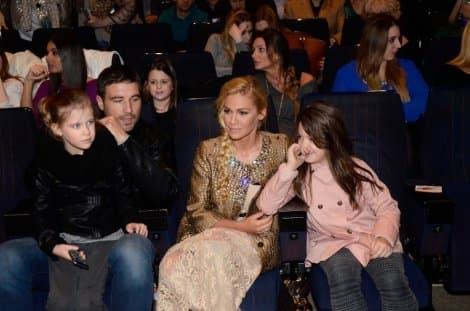 Nataša sa suprugom Ljubom, ćerkom Hanom i sestričinom Petrom na koncertu (foto: Kurir)