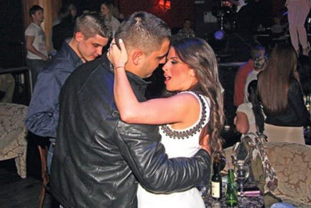 Ana je priredila svom mužu šaljivo iznenađenje (foto: Hello)