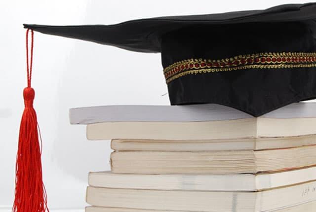 Ko sve na domaćoj estradi ima fakultetsku diplomu? (foto: mojfaks)
