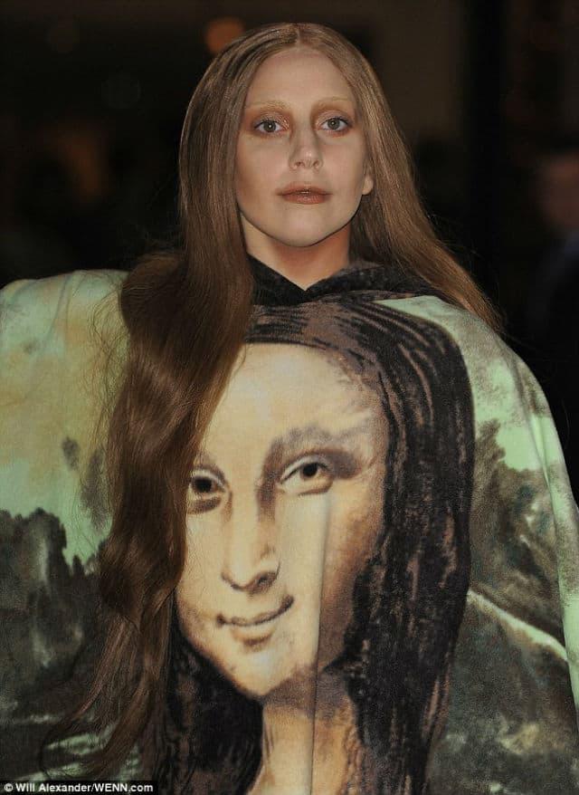 I likom i haljinom je postala Da Vincijeva Mona Liza (foto: WENN)