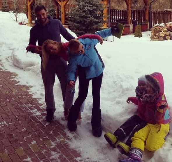 Srećna porodica (foto: Instagram)