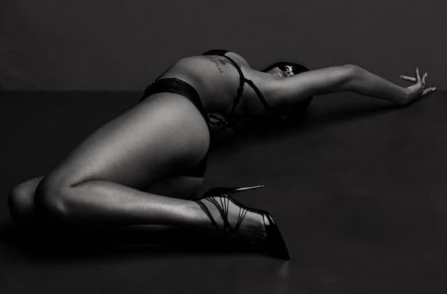 ...but the chains and whips excite me! (foto: AnOther)