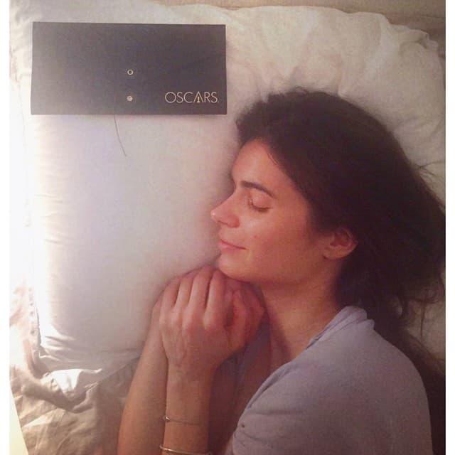U krevetu sa pozivnicom (foto: Instagram)