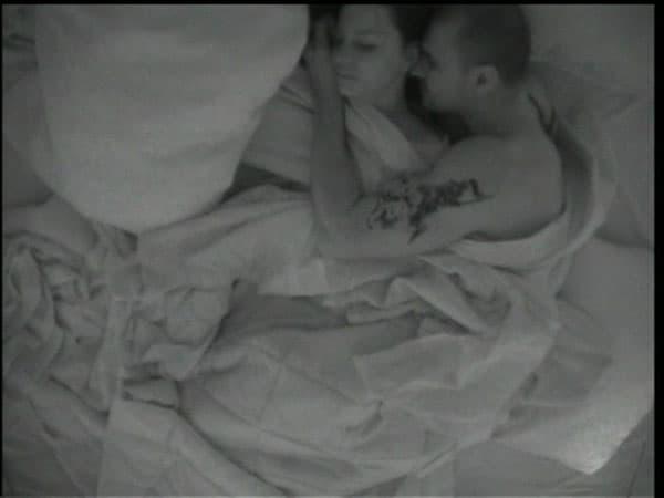 Igor i Ružica u krevetu! (izvor: Srbija Danas)