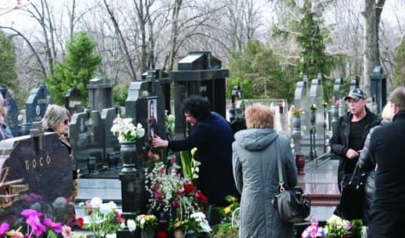 Pomen na grobu (foto: Informer-Kobra)