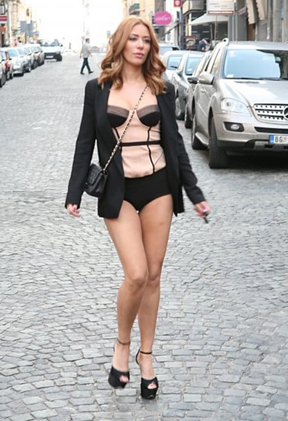 Ana Nikolić nikada nije čula za dress code (foto: Blic)