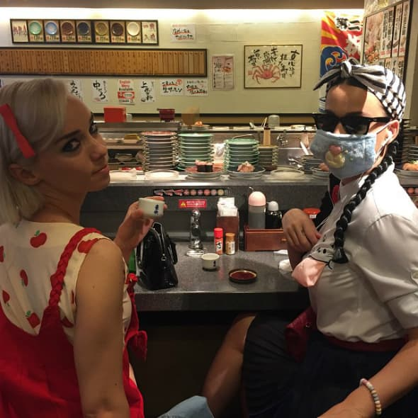 Pevačica u tokijskom restoranu (foto: Instagram)