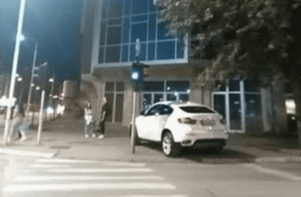 Nepropisno parkiranje pevačice moglo je da izazove tragediju (foto: Facebook)