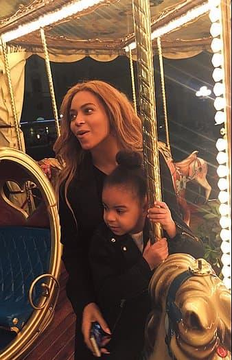 Kao iz spota za pesmu XO u zabavnom parku (foto; Beyonce.com)