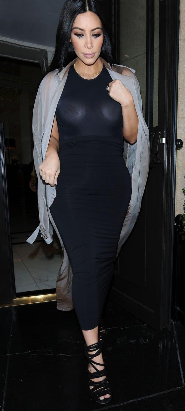 Kim Kardashian su pre odlaska na festival paparaci uslikali u ne baš zavidnom izdanju za jednu trudnu majku  (foto: Wenn)