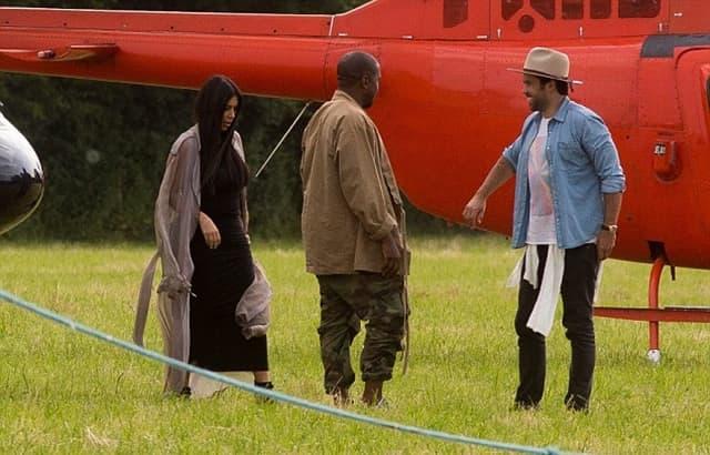 Kim i Kanye u svom stilu stižu na muzički festival (foto: SWSN.com)