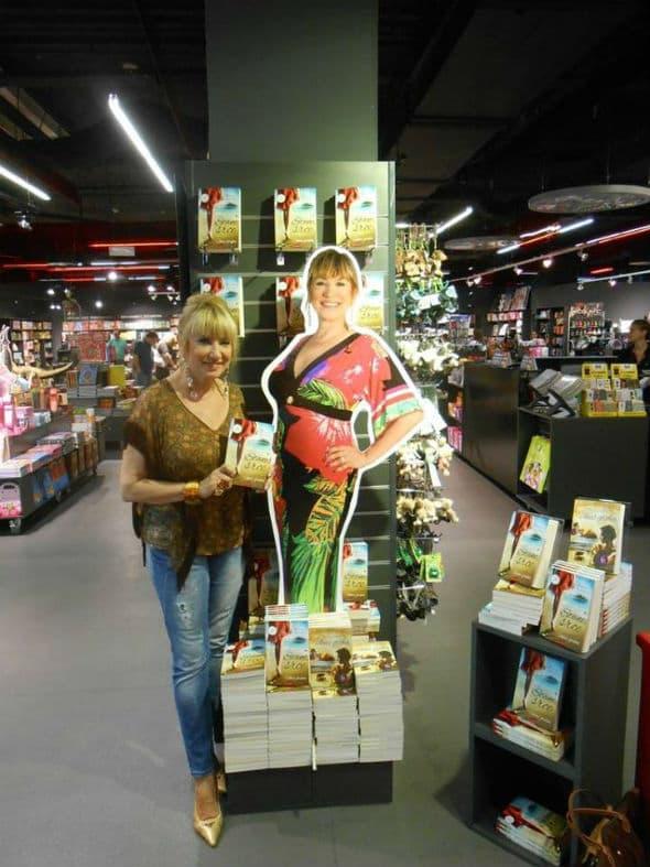 Popela svoju karijeru knjigom za jednu stepenicu više! (foto: Facebook)
