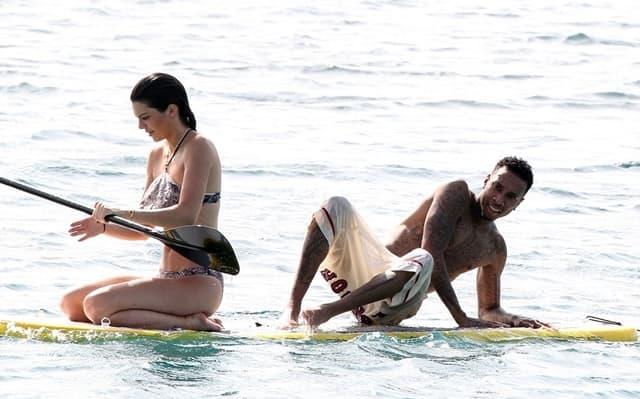 Kendall i Tyga pokušavaju da plove na dasci