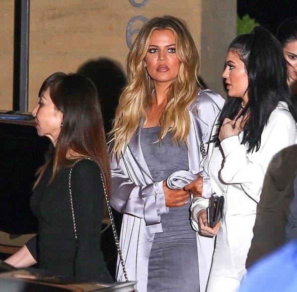 Glamurozna Khloe sa Kylie (foto: GSI)