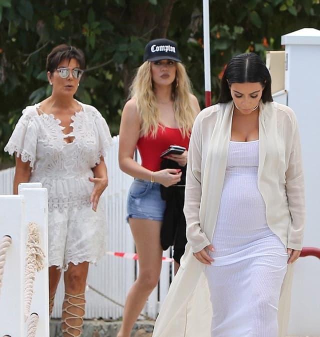 Trudna Kim, Kris i Khloe su posle plaže otišle u restoran na večeru