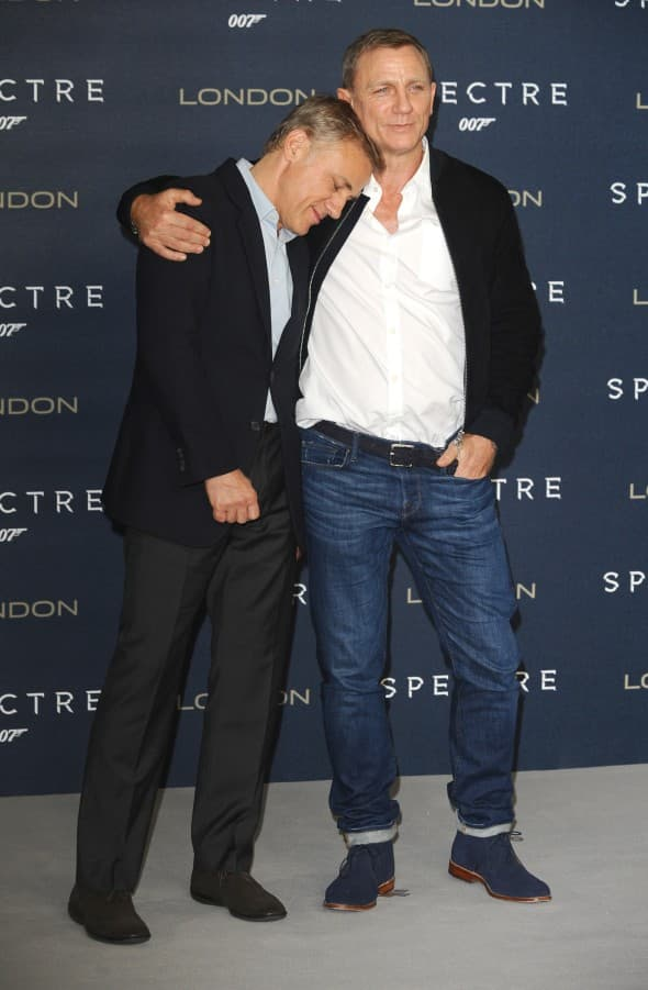 Daniel Craig i Christoph Waltz zagrljeni na promociji Spectre filma (foto: WENN)
